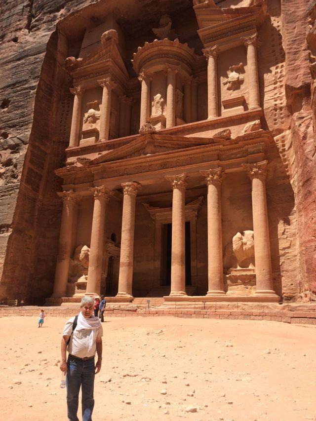 140622 Petra - Greg-at-Khazneh