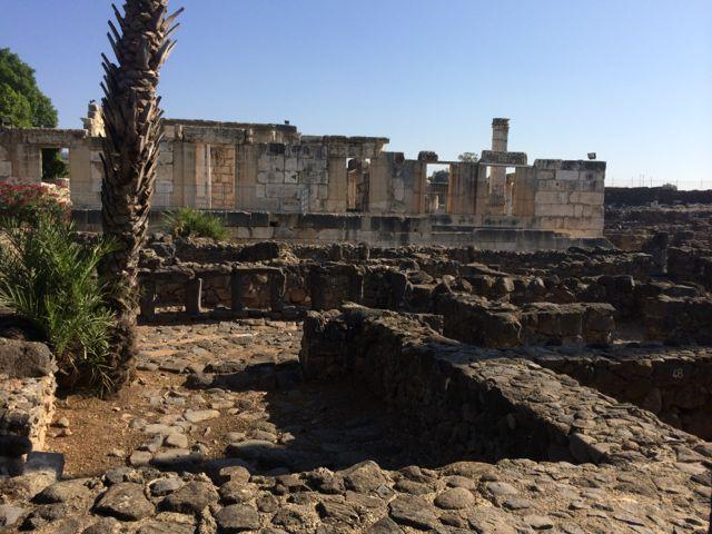 capernaum-synagogue-and-insula